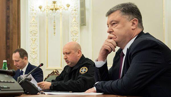 Президент Украины Петр Порошенко и секретарь СНБО Александр Турчинов