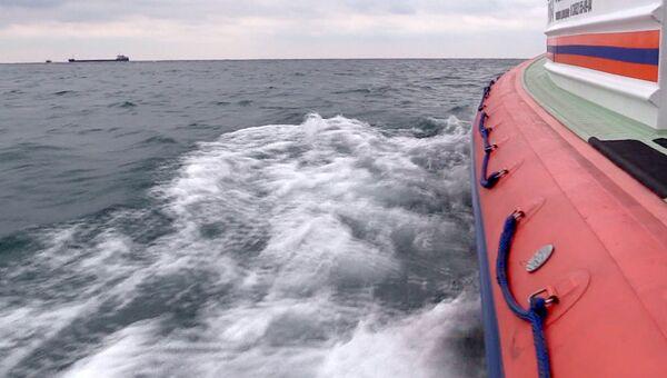 Поисково-спасательная операция в море.  Архивное фото
