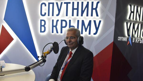 Генеральный секретарь Прогрессивной партии трудового народа Кипра Андрос Киприану в выездной студии радио Спутник в Крыму на ЯМЭФ