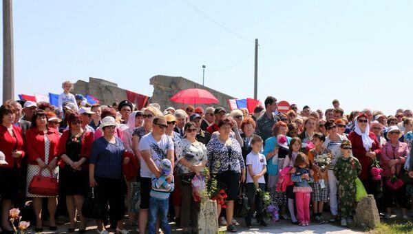 Открытие памятного знака Трактор-тягач ЧТЗ С-60 Сталинец в Керчи