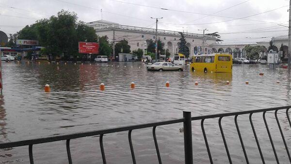Последствия ливня в Симферополе в районе железнодорожного вокзала