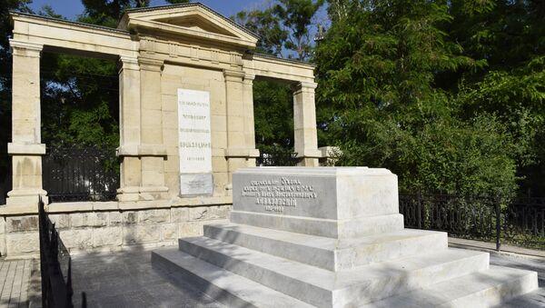 Реставрационные работы на могиле Айвазовского в Феодосии