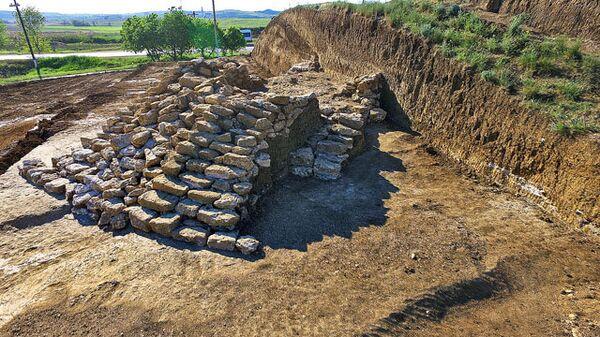 Раскопки на территории кургана Госпитальный в Керчи