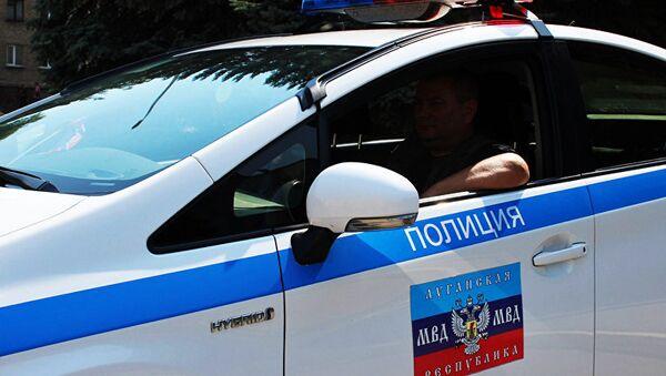 Машина сотрудников правоохранительных органов ЛНР
