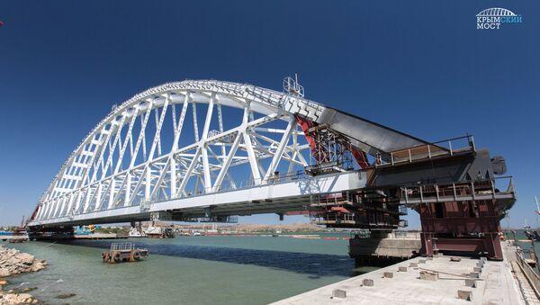 Подготовка железнодорожной арки моста через Керченский пролив к погрузке на плавсистему