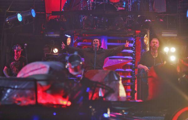 Юлия Чичерина выступает на байк-шоу Русский реактор в Севастополе