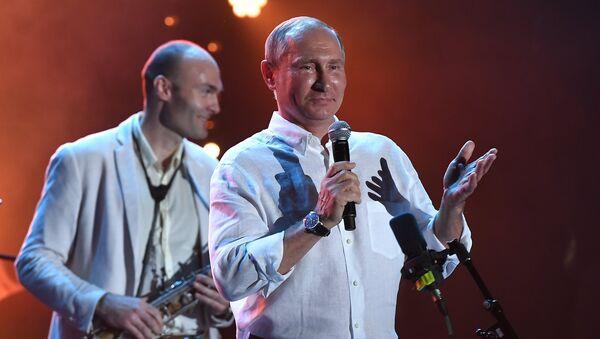 Президент РФ Владимир Путин во время посещения фестиваля Koktebel Jazz Party 2017.