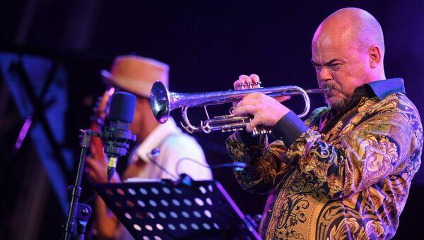 Участник коллектива Brazil All Stars Андерс Бергкрантц во время выступления на фестивале Koktebel Jazz Party 2017.