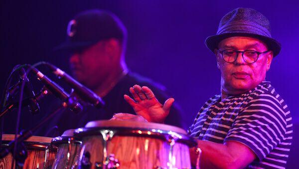 Музыкант во время выступления коллектива Eddie Palmieri Latin Jazz Band пианист Эдди Пальмиери на фестивале Koktebel Jazz Party 2017.