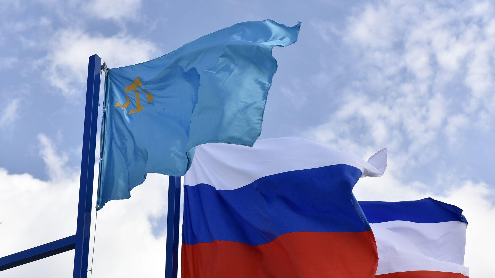 Крымско-татарский флаг, флаг России и флаг Республики Крым - РИА Новости, 1920, 03.08.2021