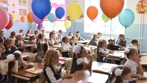 Первоклассники гимназии №9 в Симферополе. 1 сентября 2017. Архивное фото