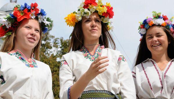 Девушки в вышиванках