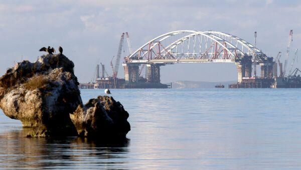 Автодорожная арка Крымского моста поднята на опоры