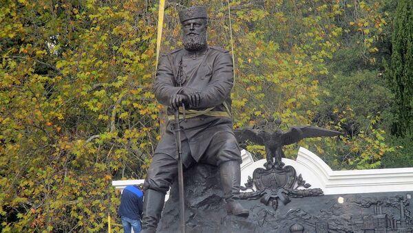 Памятник российскому императору Александру III в Ливадийском парке