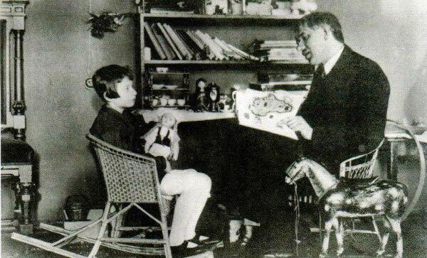 Корней Чуковский с дочерью Мурой. 1926 год