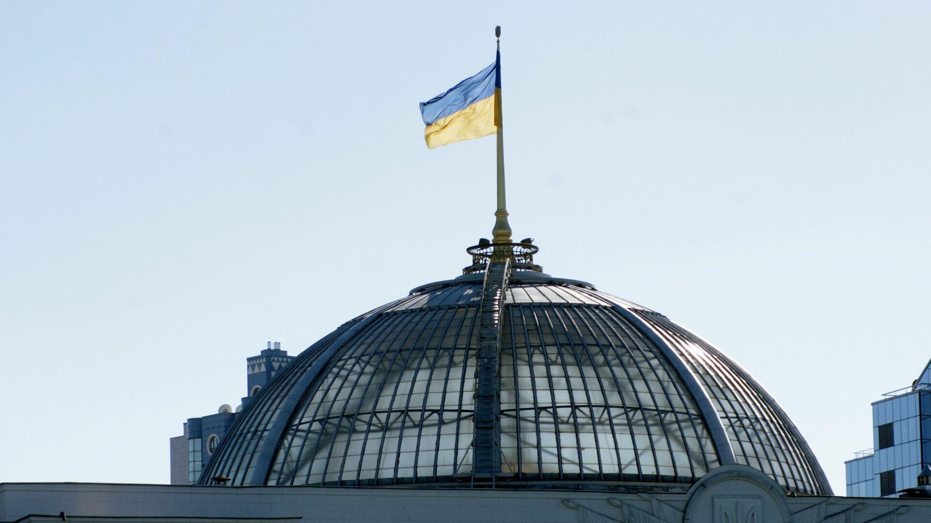 Флаг на крыше Верховной Рады Украины в Киеве - РИА Новости, 1920, 17.09.2021