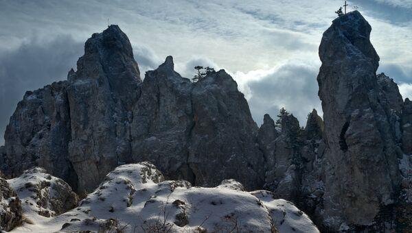 Зима в Крыму. Зубцы вершины горы Ай-Петри