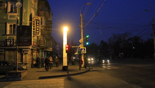Световая башня на обесточенной улице в Симферополе