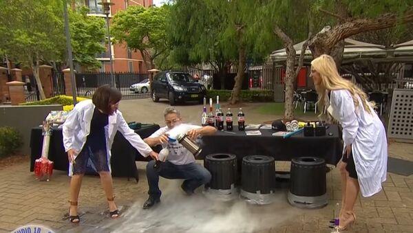 Эксперимент с жидким азотом в утреннем шоу одного из Австралийских телеканалов