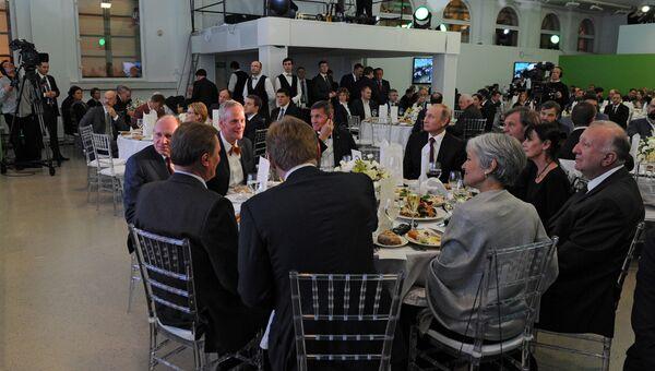 Президент России Владимир Путин и бывший советник президента США Дональда Трампа по национальной безопасности Майк Флинн среди гостей на 10-летнем юбилее вещания Russia Today. Архивное фото