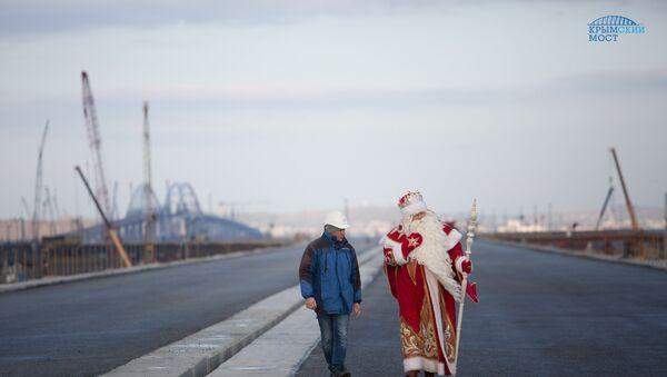 Дед Мороз из Великого Устюга посетил строительство моста через Керченский пролив