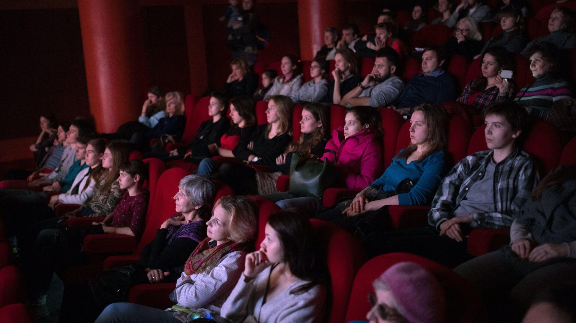Зрители в кинотеатре. Архивное фото - РИА Новости, 1920, 03.03.2021