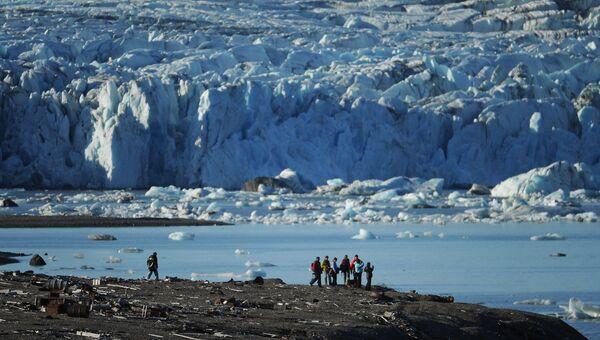 Участники экспедиции на острове Северный архипелага Новая Земля