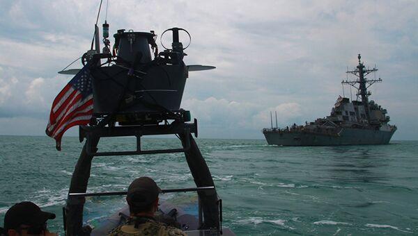Эсминец ВМС США Карни во время учений в Черном море