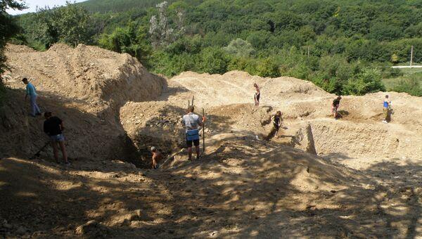 Работа молодежной полевой археологической школы в Крыму