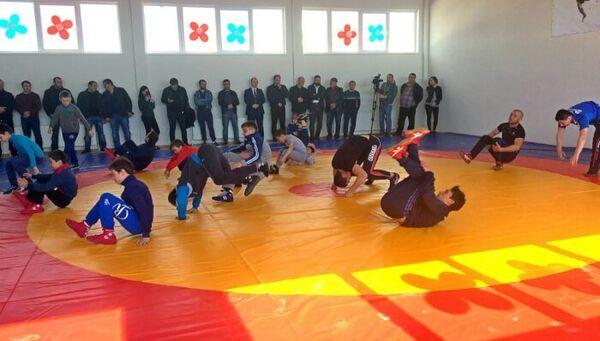 В Бахчисарае депутат Госдумы РФ Руслан Бальбек открыл новый спортивный зал