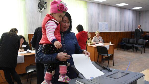Выборы президента РФ на избирательном участке в Каменке (Симферополь)
