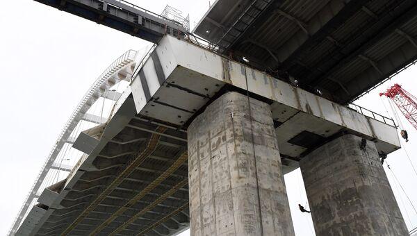Строители моста через Керченский пролив со стороны Крыма