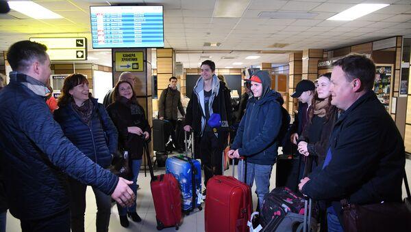 Группа школьников из Германии встретили в аэропорту Симферополь. 27 марта 2018
