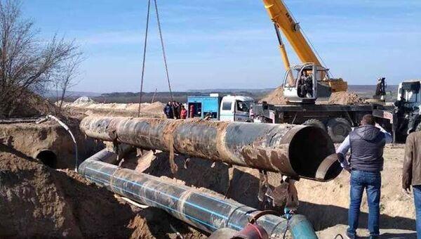 Работы по переподключению участков на водоводах в Крыму