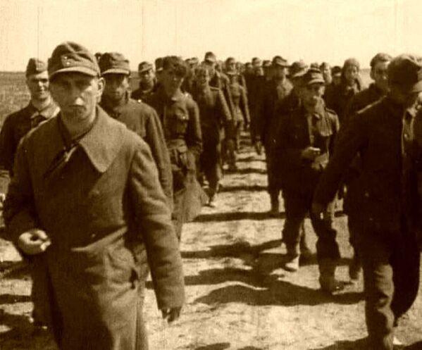 Плененные под Джанкоем немцы и румыны. 1944 год