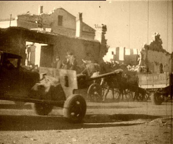 Советские солдаты в Феодосии. 13 апреля 1944 года