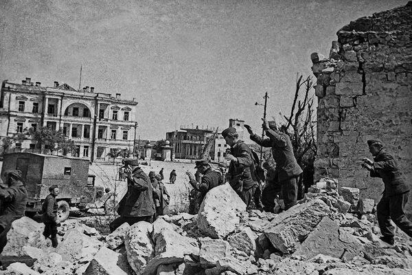 Пленные гитлировцы в Севастополе. Май 1944 года