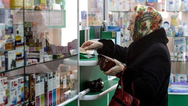 Покупатель в аптеке