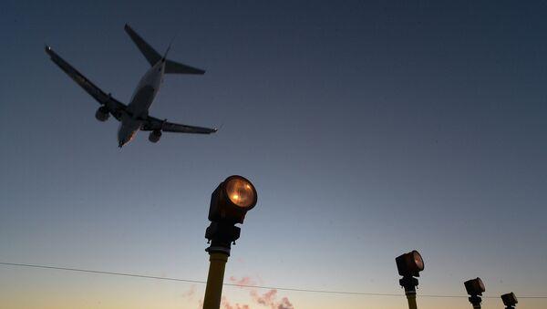 Самолет бизнес-авиации заходит на посадку в международном аэропорту Внуково