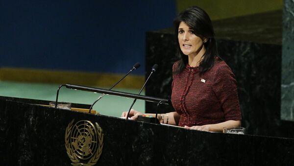 Постоянный представитель США при ООН Никки Хейли в зале Генеральной Ассамблеи ООН. 21 декабря 2017 года