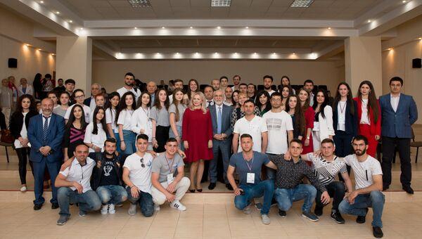 Участники II Всероссийского межнационального молодежного фестиваля Крымский маяк 2.0 на панельной дискуссии в Ялте
