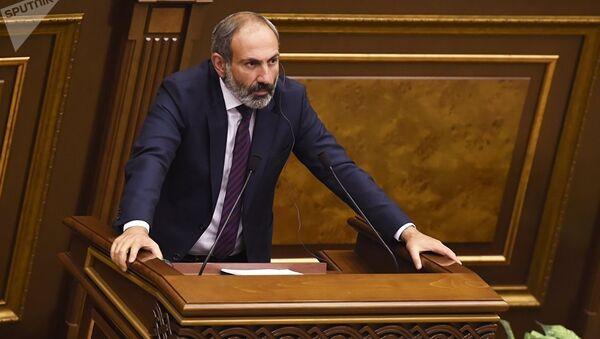 Лидер оппозиции Армении Никол Пашинян на внеочередном заседании по выборам нового премьер-министра страны. 1 мая 2018
