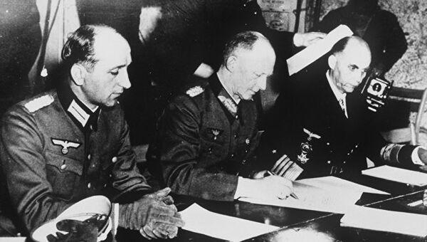 Подписание акта о безоговорочной капитуляции Германии. Архивное фото