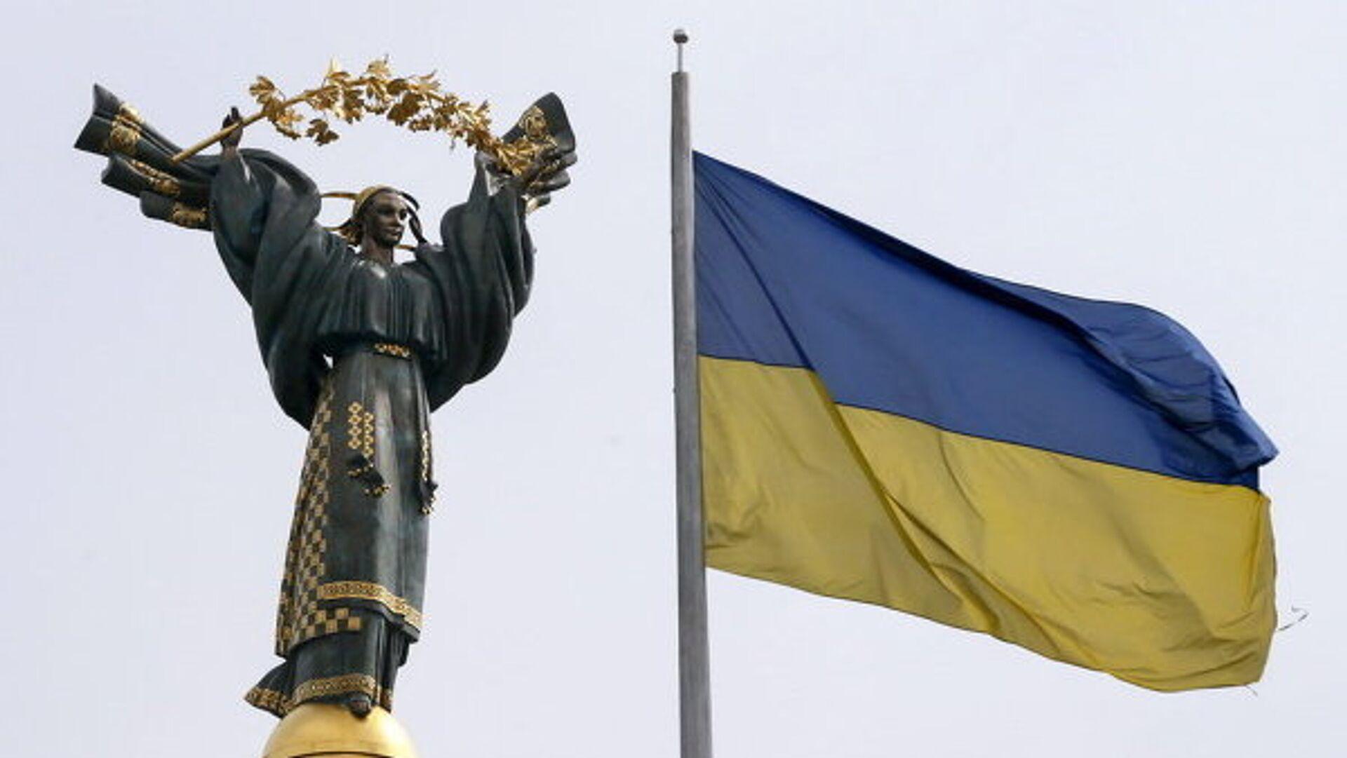Флаг Украины и монумент независимости в Киеве. Архивное фото - РИА Новости, 1920, 17.03.2021