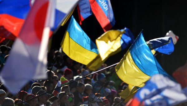 Флаги России и Украины. Архивное фото