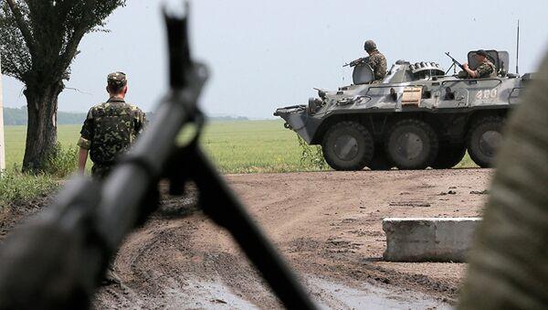 Украинские военные в зоне конфликта в Донбассе