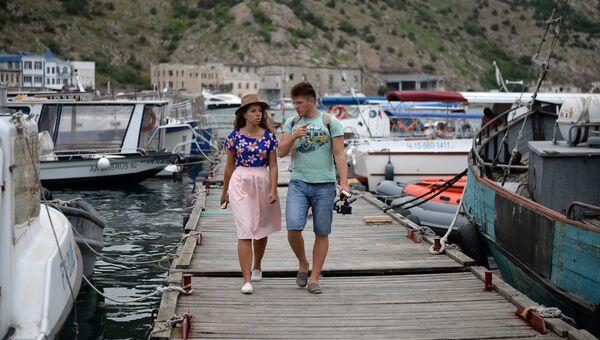 Блогеры Елизавета Грачева и Виталий Ичин в Балаклаве