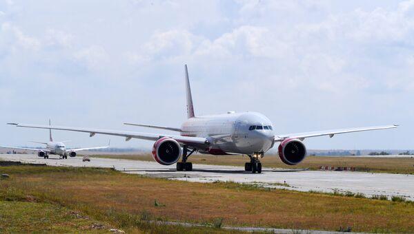 Самолет авиакомпании Россия в аэропорту Симферополь
