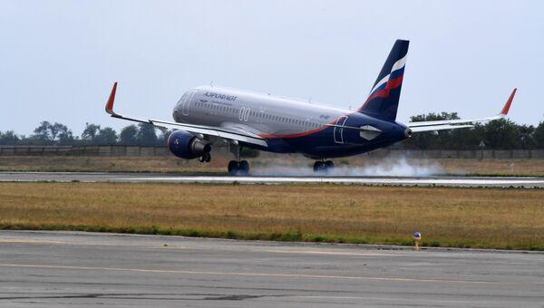Самолет авиакомпании Аэрофлот в аэропорту Симферополь