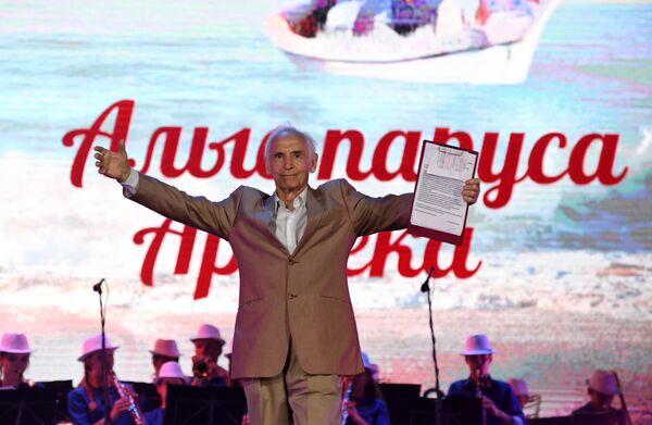 Актер часто бывал в Крыму, любил приезжать на полуостров, был почетным гражданином города Керчи.   Я украинец, очень люблю Крым, не потому что он был когда-то украинским, а потому что это была Россия, всегда Россия, причем такая удивительная. Это подарок Бога был! Не зря царица сказала, что это жемчужина России. Поэтому я с удовольствием бываю в Крыму, каждый раз с детства, и когда еще студентом был, ездил. И многие картины, а у меня их около 80, снимались в Крыму. И это особенным, каким-то родным источником для меня стало…, - говорил Лановой в эфире радио Спутник в Крыму.